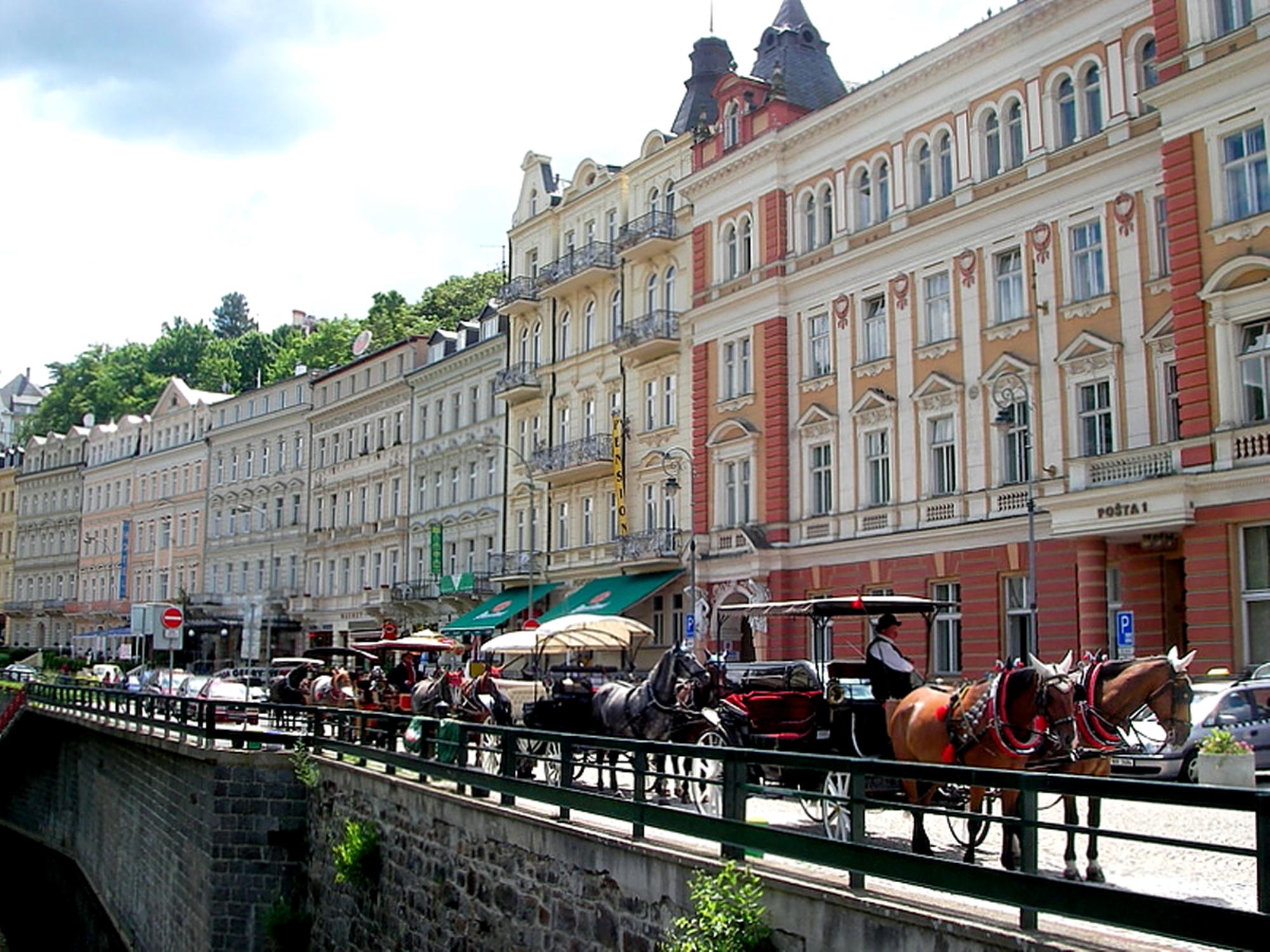 Karlovy Vary'nin ana caddesi