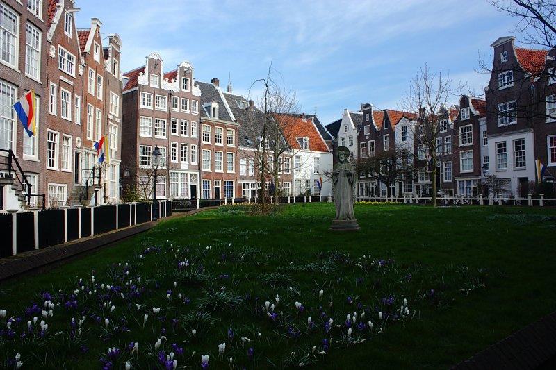 Amsterdam Begijnhof bahçesi