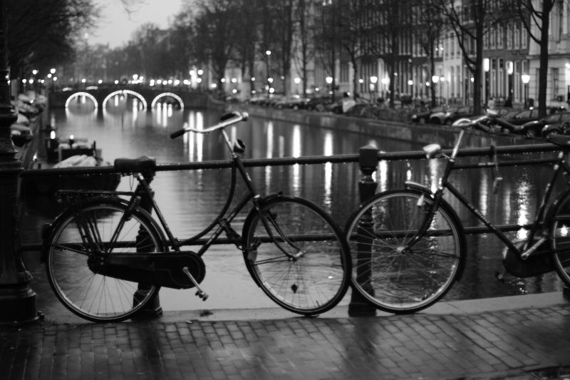 Amsterdam'da yağmurlu bir akşam