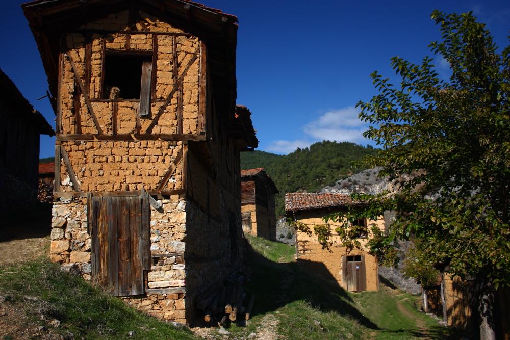 Gelemiç köyünde evler