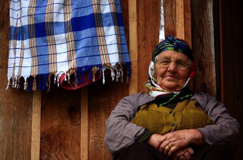 Kadriye teyze ile sohbet . Ayder yaylası . Haziran 2010