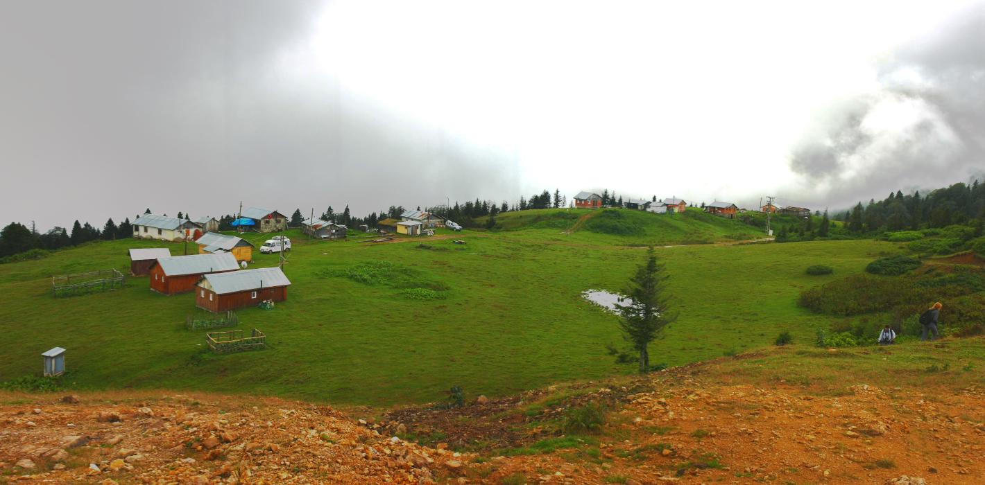 Badara yaylasının panoramik manzarası