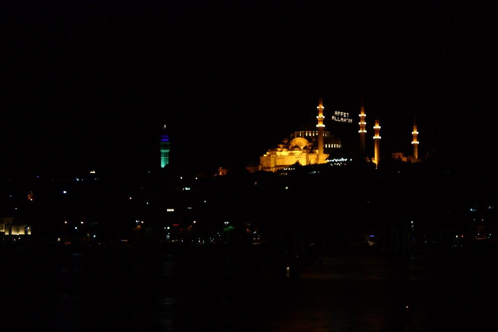 Süleymaniye Camii ve Beyazıt kulesi