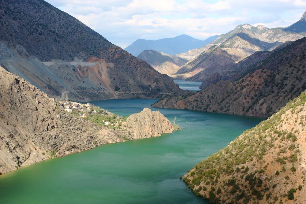 Çoruh vadisi boyunca baraj inşaatları arasında kalmış ve terkedilmiş köyler