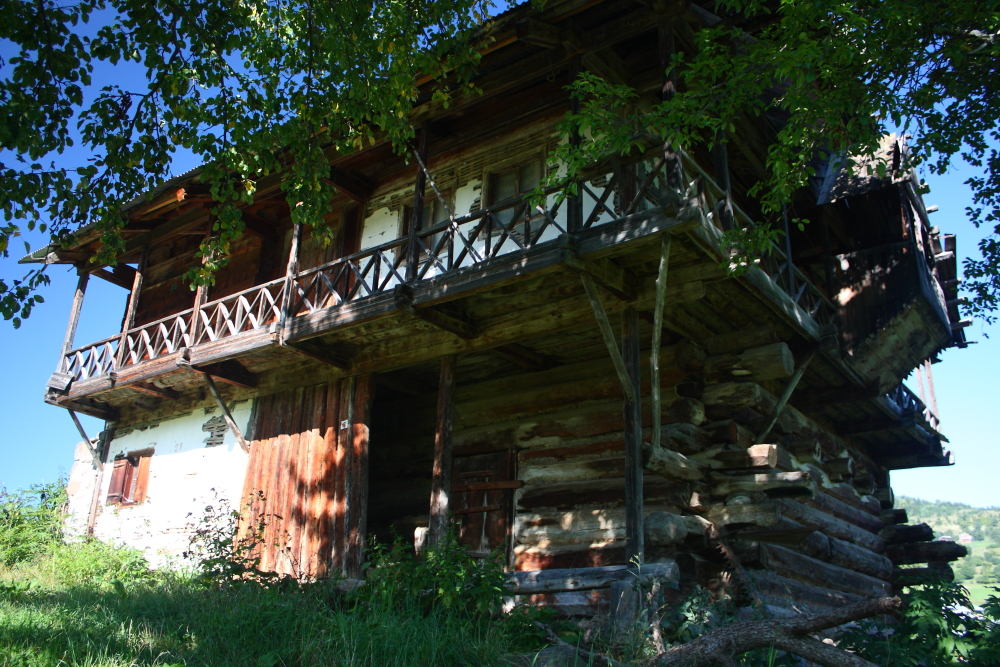 Kocabey ve civar köylerdeki ortalama yüz yıllık ahşap evler