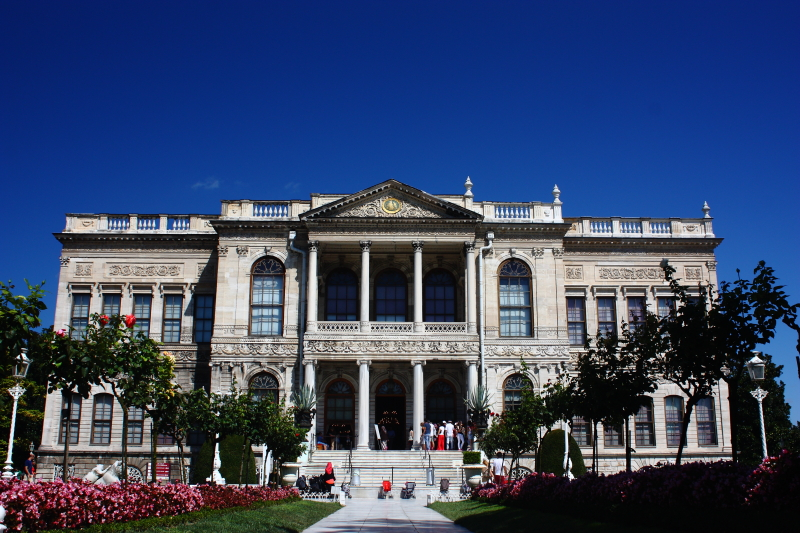 Dolmabahçe Sarayı - Has bahçe ve Selamlık kapısı (Mabeyn kapısı)