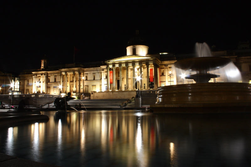 Trafalgar Square ve National Gallery