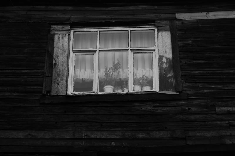 Balat sokaklarında yaşlı bir pencere
