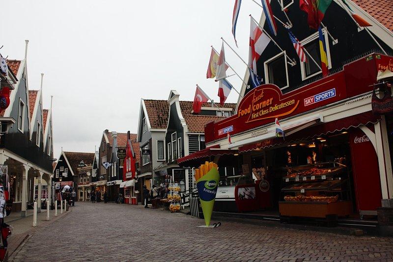 Volendam çarşısı