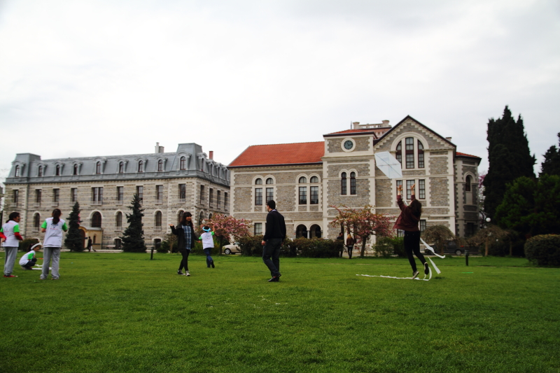 Hamlin Hall ve Albert Long Hall (saatli bina)