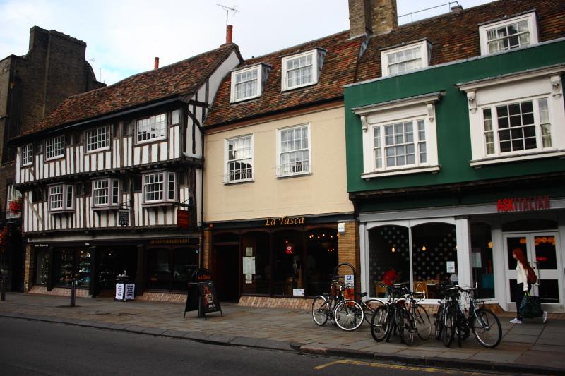 Cambridge sokakları ve Tudors dönemi mimarisi