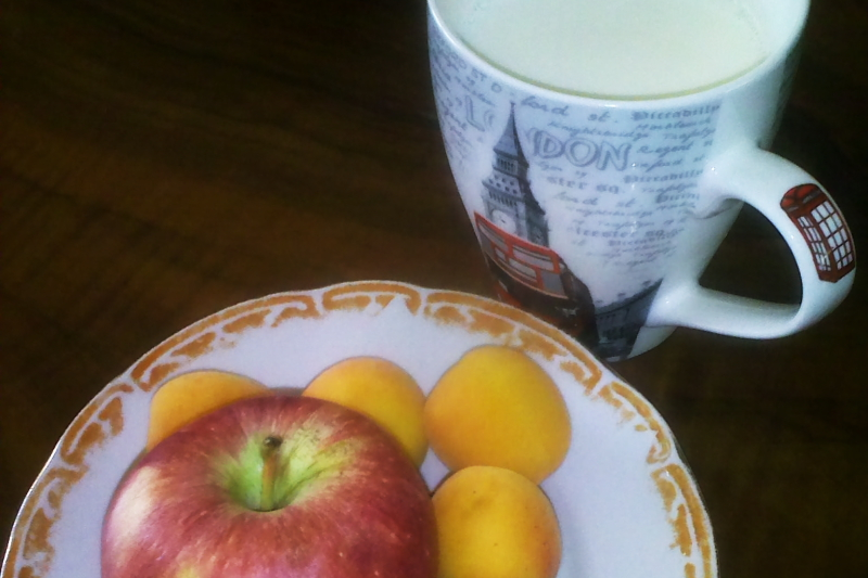 günün ara öğünü: posalı meyveler ve süt