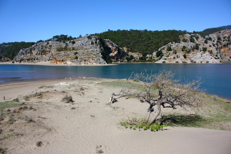 Köyceğiz gölü ile Akdeniz'in kavuştuğu İztuzu plajı