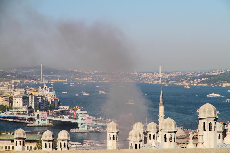 Süleymaniye Camii avlusundan Boğaziçi manzarası