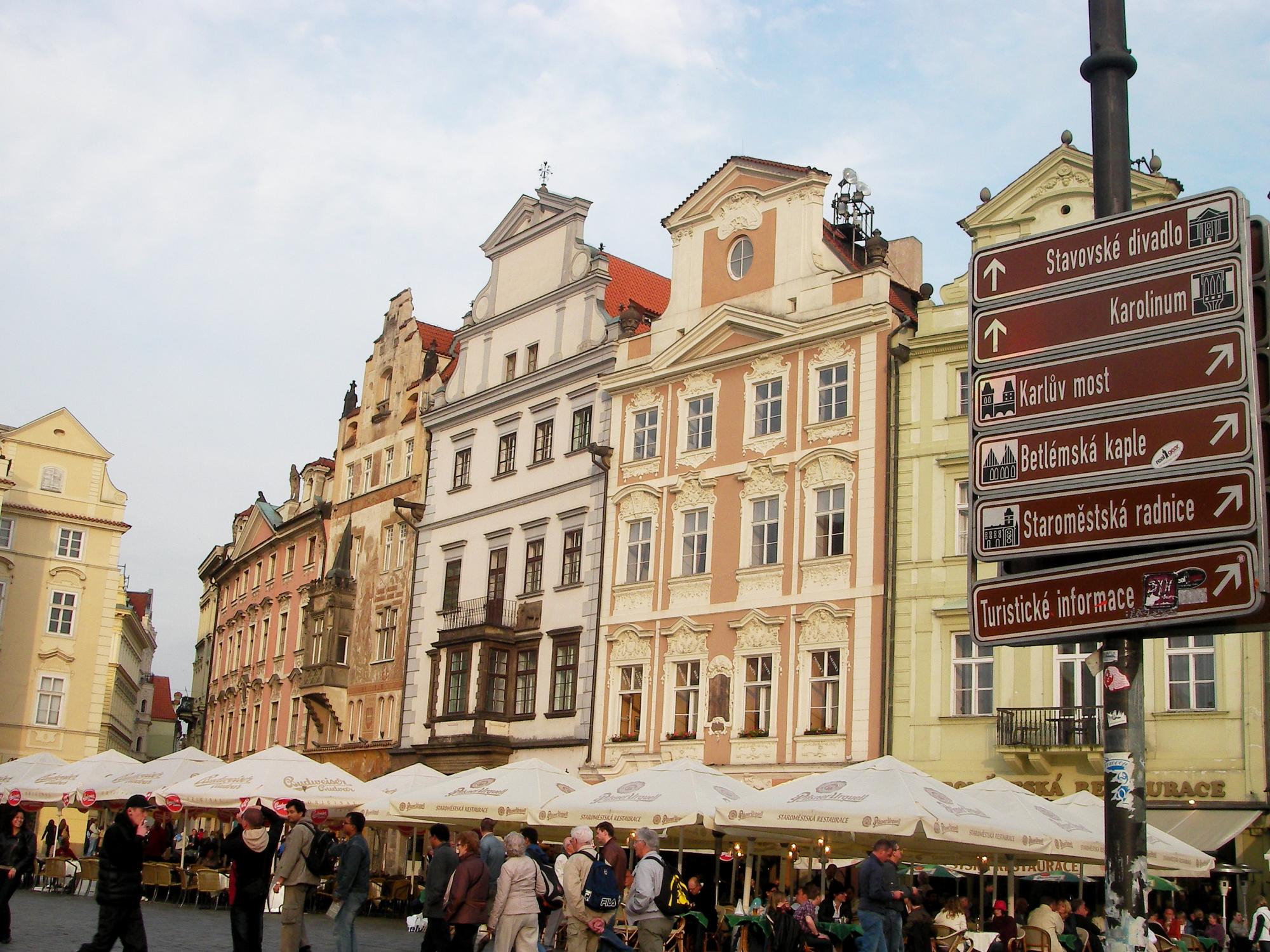 Eski şehir meydanı (Staromestske namesti)
