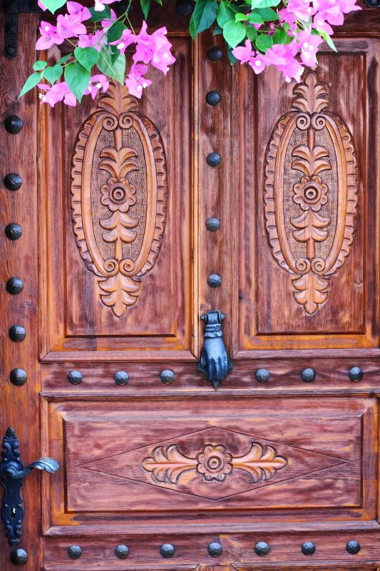 birbirinden farklı ve güzel tarihi Kaş evleri, kapıları