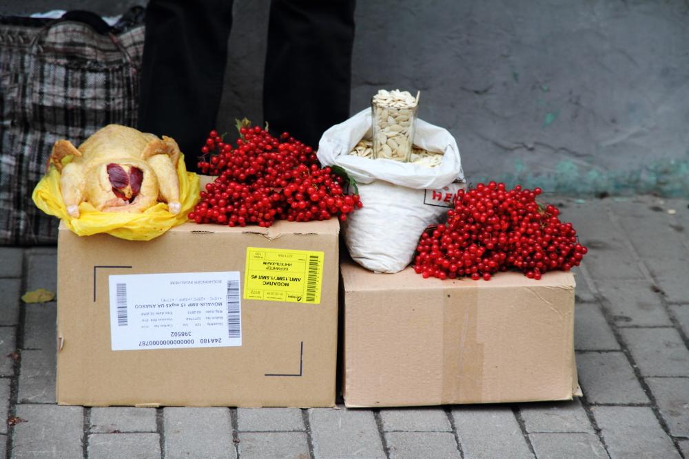 Kiev sokaklarında günlük alışveriş