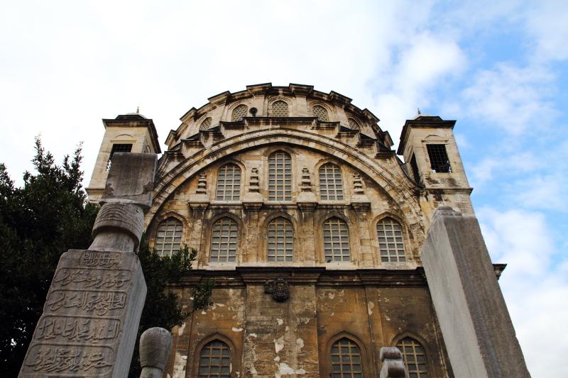 Ayazma Camii ve haziresindeki silahtar kabri, mezar taşı