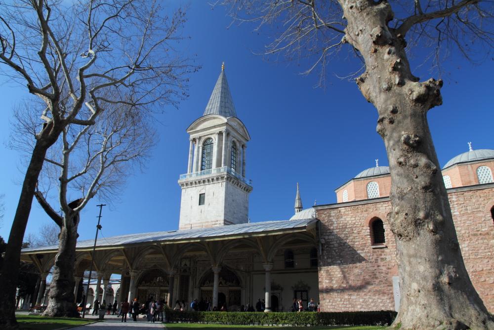 Divan meydanı, Adalet Kulesi ve Kubbealtı