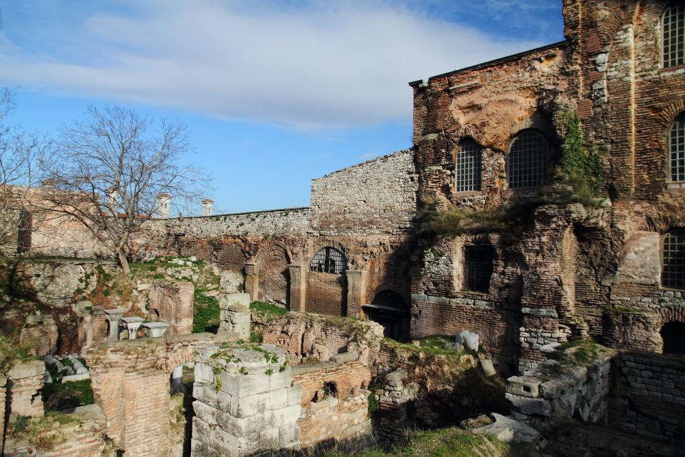 Piskoposluk Sarayı kalıntıları ve Aya İrini