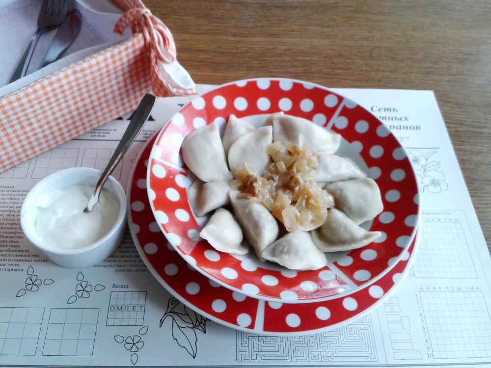 vareniki: Ukrayna mantısı da denebilecek yoğurt ile servis edilen lezzet, patatesli ve peynirli gibi çeşitleri de var