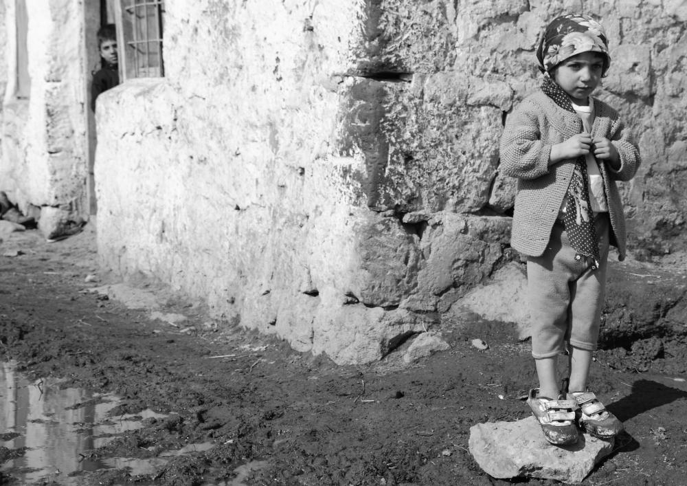 Esenkent köyü çocukları: Asmin (2 yaşında) ve abisi Bilal