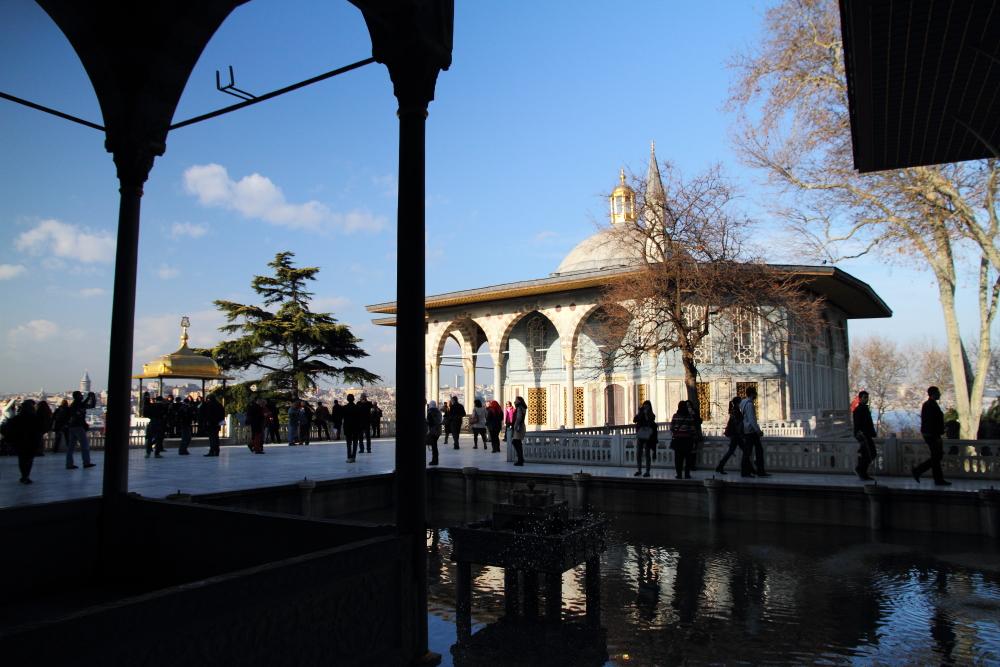 Mermer Sofa, havuz ve Bağdat Köşkü