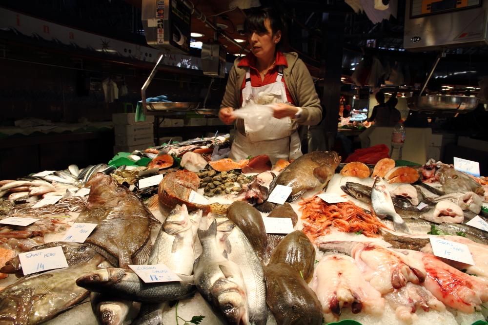 La Boqueria Market'de bir balıkçı tezgahı