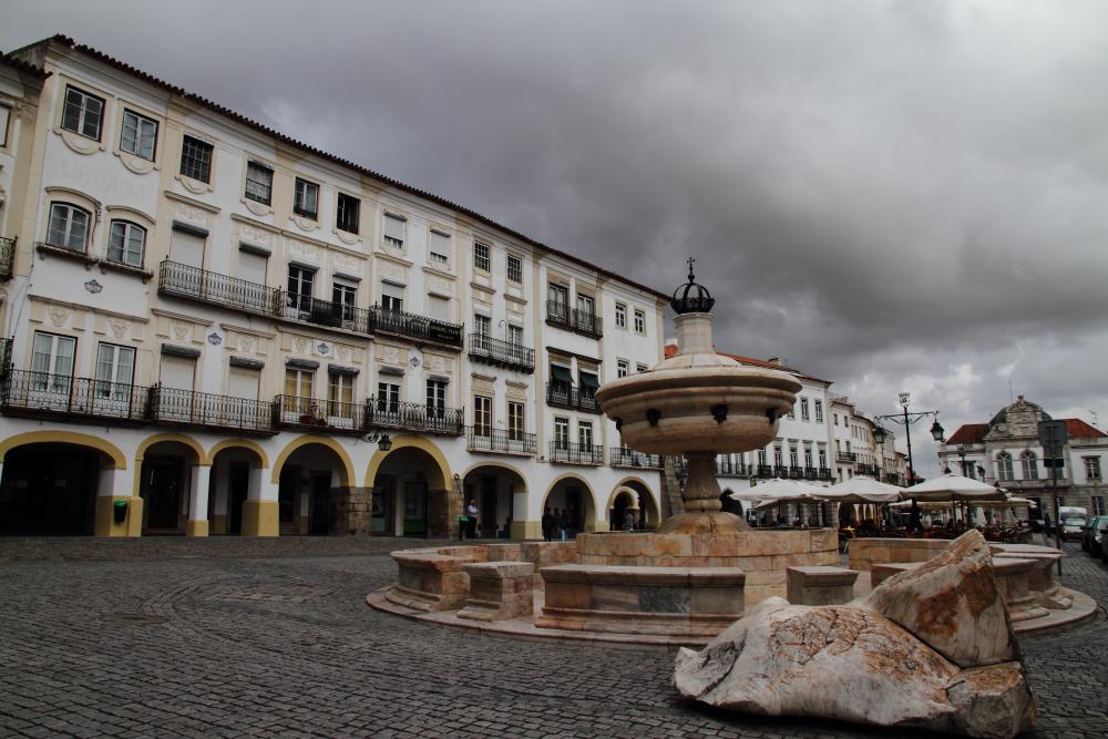 Evora - Giraldo Meydanı (Praca do Giraldo)