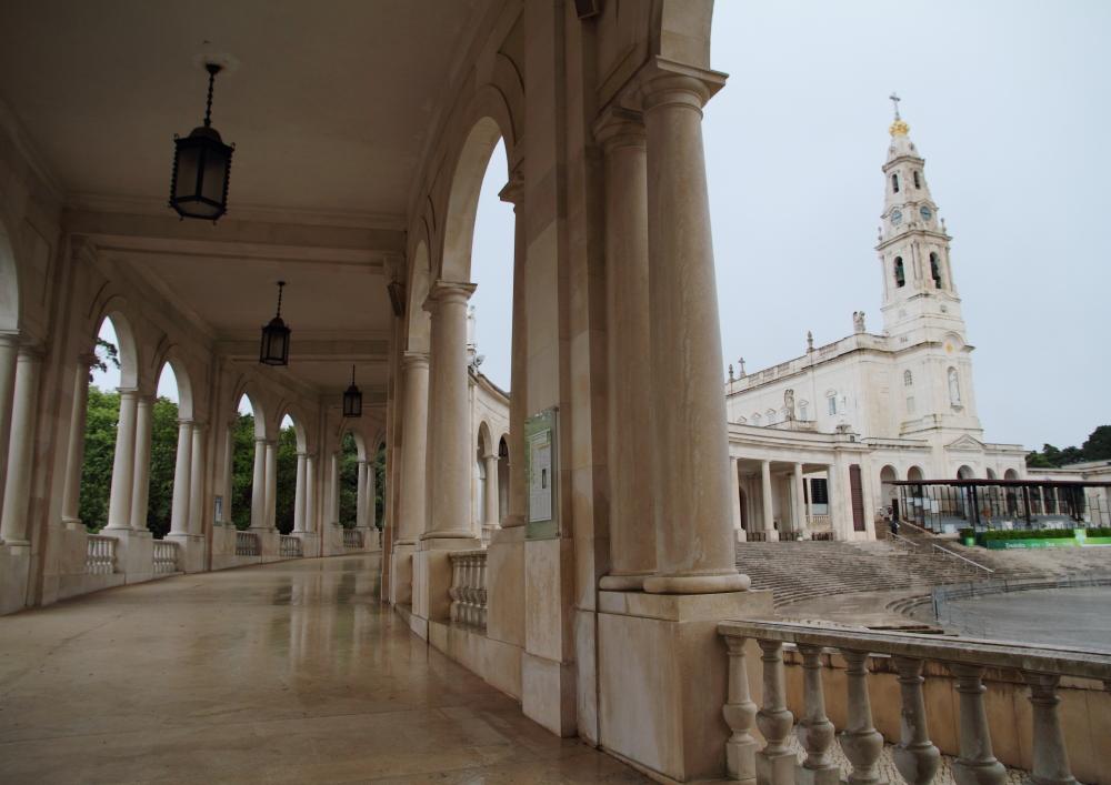 tarihi Fatima Kilisesi ve koridorları