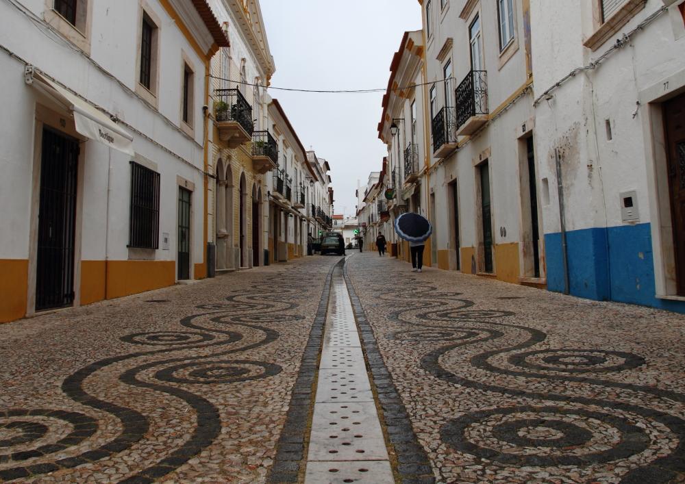 Vila Viçosa sokakları, mermer pervazlı kapıları, pencereleri