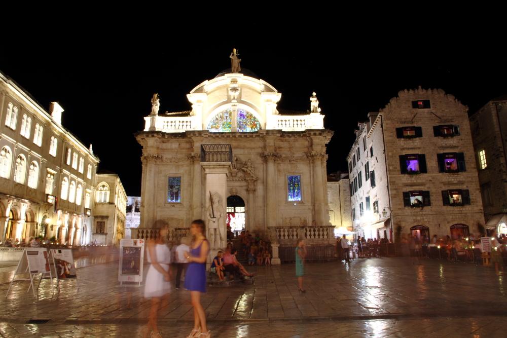 Dubrovnik kale içi meydanı, St Blaise Kilisesi ve Orlando Sütunu