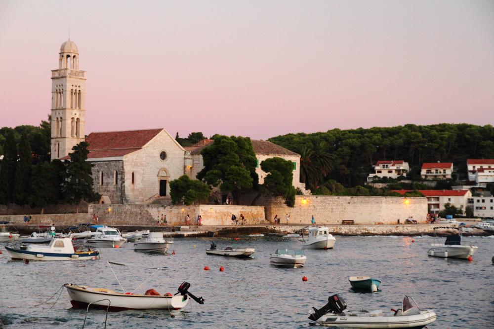 gün batımında Franciscan Manastırı