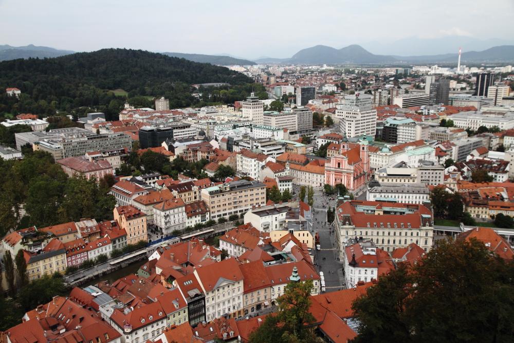 Ljubljane Kalesi'nden şehir manzarası