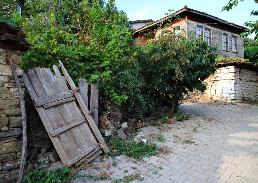 Uçmakdere Köyü sokakları ve ahşap evleri