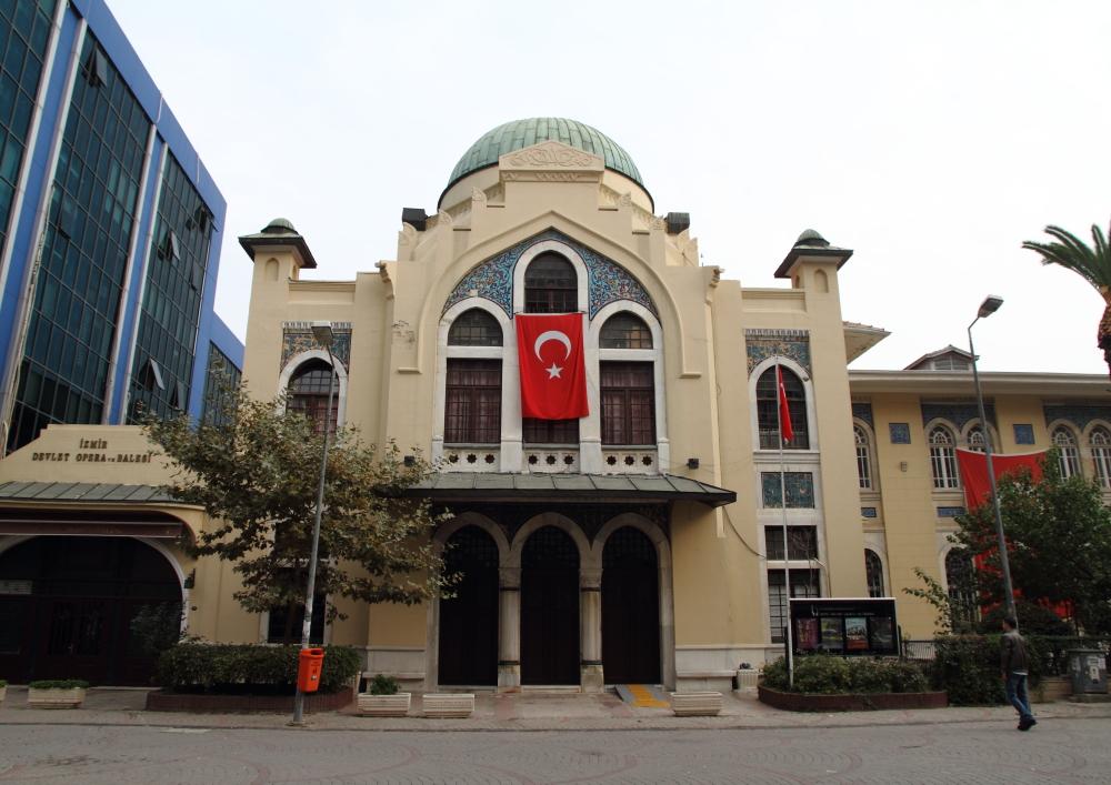İzmir Devlet Opera ve Balesi binası