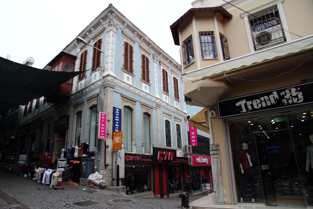 Kestelli Sokağı ve tarihi İzmir konakları