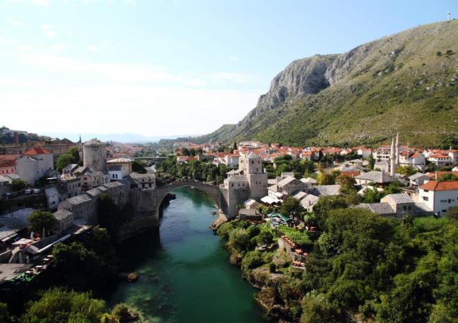 Koska Mehmet Paşa Camii'nin minaresinden tarihi Mostar şehri