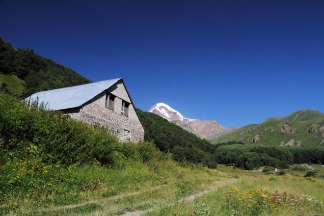 Kazbek eteklerindeki Gergeti Köyü