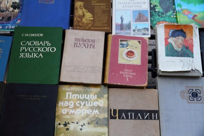 Tiflis Özgürlük Meydanı trafiğe açık ve geniş bir meydan. Etraftaki kaldırımlarda, banklarda açılmış eski kitap tezgahları ilginizi çekecektir!